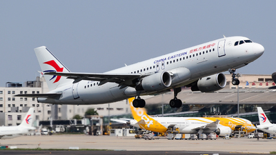 A picture of B2207 - Airbus A320214 - China Eastern Airlines - © Fei Yu