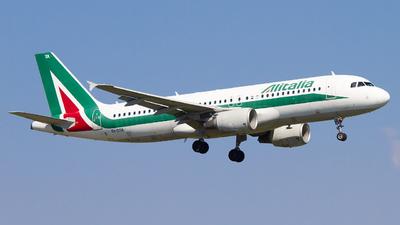 A picture of EIDTA - Airbus A320216 - Italia Trasporto Aereo - © alphaoscar