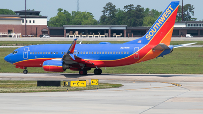 A picture of N256WN - Boeing 7377H4 - Southwest Airlines - © Devin | Charleston.Spotter