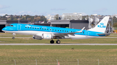A picture of PHEXV - Embraer E190STD - KLM - © Niklas Engel