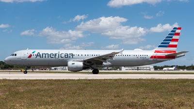 A picture of N176UW - Airbus A321211 - American Airlines - © Evan Dougherty