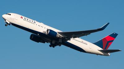 A picture of N16065 - Boeing 767332(ER) - Delta Air Lines - © Wilko Doodhagen