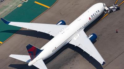 A picture of N171DZ - Boeing 767332(ER) - Delta Air Lines - © JinZi
