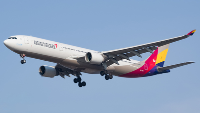 A picture of HL7794 - Airbus A330323 - Asiana Airlines - © YunHyeokChoi