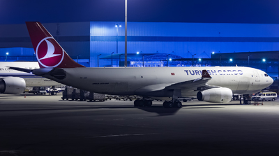 A picture of TCJDR - Airbus A330243F - Turkish Airlines - © Lywings