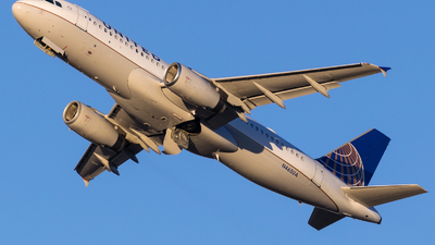 N465UA - Airbus A320-232 - United Airlines