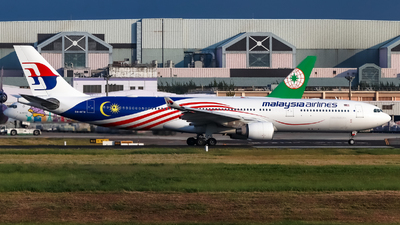 A picture of 9MMTM - Airbus A330323 - Malaysia Airlines - © Jhang yao yun