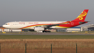 A picture of B304L - Airbus A330343 - Hainan Airlines - © mehesz