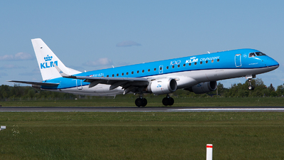 A picture of PHEZL - Embraer E190STD - KLM - © GoldenWingPix