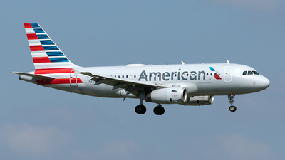 A picture of N823AW - Airbus A319132 - American Airlines - © Yixin Chen
