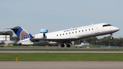 A picture of N442AW - Mitsubishi CRJ200LR - United Airlines - © SEN BAI
