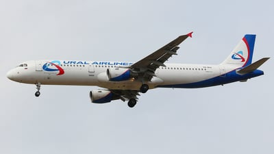 VQ-BOZ - Airbus A321-211 - Ural Airlines