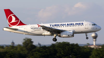 A picture of TCJLY - Airbus A319132 - Turkish Airlines - © Mr Szabi