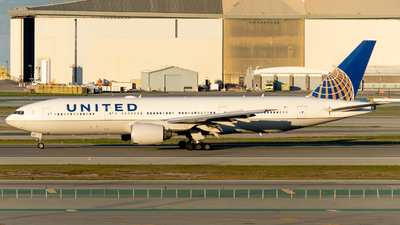 A picture of N211UA - Boeing 777222 - United Airlines - © global_flyer1