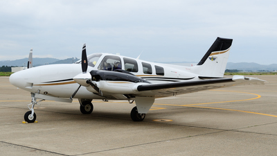 JA5813 - Beechcraft G58 Baron - Japan - Civil Aviation College