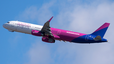A picture of HALTE - Airbus A321231 - Wizz Air - © Nico282