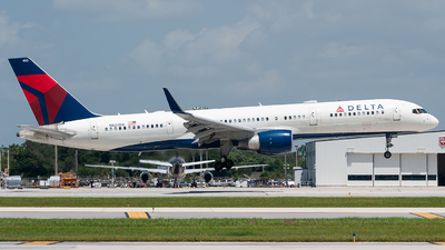 A picture of N822DX - Boeing 75726D - Delta Air Lines - © Mark Lawrence