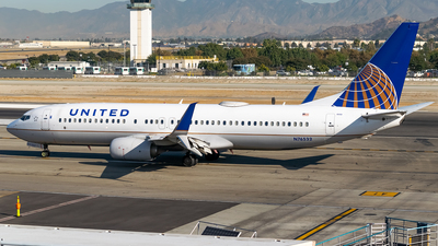 A picture of N76532 - Boeing 737824 - United Airlines - © Ricky Teteris