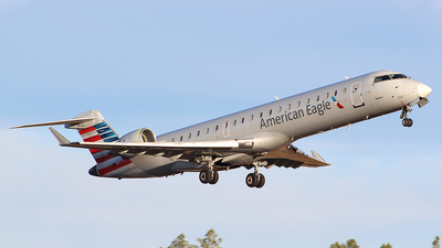 A picture of N760SK - Mitsubishi CRJ701ER - American Airlines - © Alexander Aston