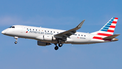 A picture of N202NN - Embraer E175LR - American Airlines - © Eric Esots