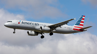 A picture of N976UY - Airbus A321231 - American Airlines - © Sweet Potato