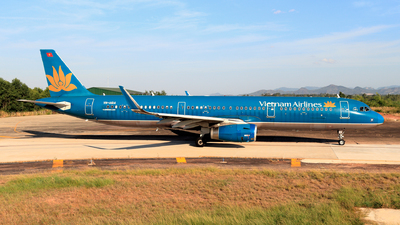 A picture of VNA614 - Airbus A321231 - Vietnam Airlines - © photogiap