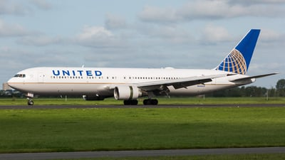 N646UA - Boeing 767-322(ER) - United Airlines