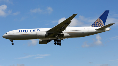 N77012 - Boeing 777-224(ER) - United Airlines