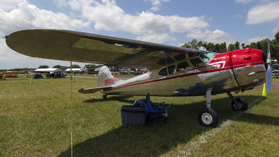 N1082D - Cessna 195A - Private