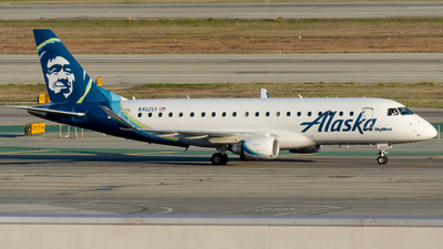 A picture of N402SY - Embraer E175LR - Alaska Airlines - © global_flyer1