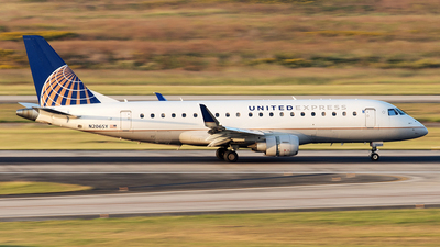 A picture of N206SY - Embraer E175LR - United Airlines - © Yixin Chen