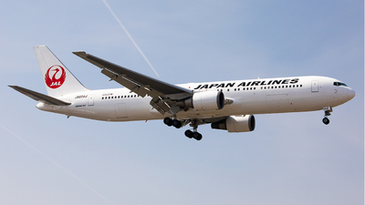 A picture of JA654J - Boeing 767346(ER) - Japan Airlines - © liang TR