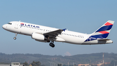 A picture of CCBAC - Airbus A320233 - LATAM Airlines - © Sebastián Fernández