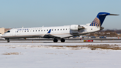 A picture of N512MJ - Mitsubishi CRJ701ER - United Airlines - © Alec Mollenhauer