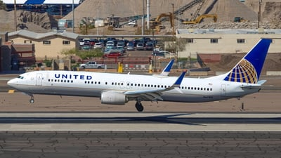 A picture of N67815 - Boeing 737924(ER) - United Airlines - © Logan Peirsol