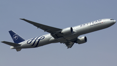 A picture of FGZNT - Boeing 777328(ER) - Air France - © ZBAA.Hank
