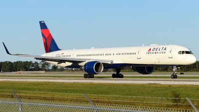 A picture of N583NW - Boeing 757351 - Delta Air Lines - © Doug Marsh
