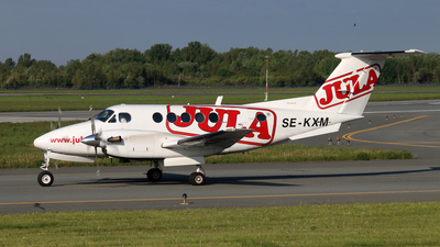 SE-KXM - Beechcraft 200 Super King Air - Private