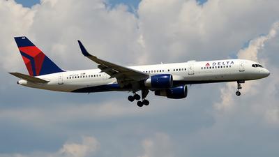 N713TW - Boeing 757-2Q8 - Delta Air Lines