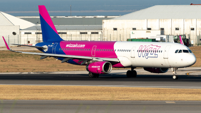 A picture of HALXB - Airbus A321231 - Wizz Air - © Miguel Viana Trajano
