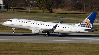 A picture of N142SY - Embraer E175LR - United Airlines - © mariaLXY