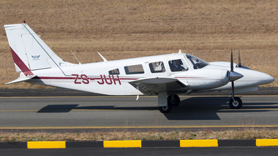 ZS-JUH - Piper PA-34-200T Seneca II - Private
