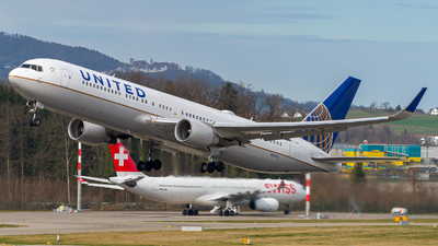 N686UA - Boeing 767-3CB(ER) - United Airlines