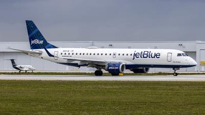 A picture of N197JB - Embraer E190AR - JetBlue Airways - © João Zoobi