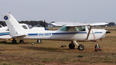 VH-SDT - Cessna 152 - Private