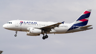 A picture of PRMBW - Airbus A319132 - LATAM Airlines - © Gabriel Melo