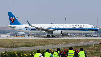 A picture of B301U - Airbus A321271N - China Southern Airlines - © Jerry.H
