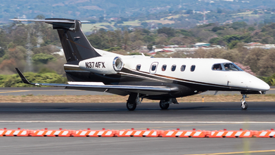 A picture of N374FX - Embraer Phenom 300 - Flight options - © Alonso Cisneros