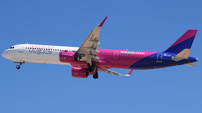 A picture of HALVT - Airbus A321271NX - Wizz Air - © John Fitzpatrick