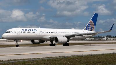 N21108 - Boeing 757-224 - United Airlines